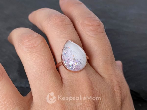 KeepsakeMom-breastmilk-jewelry-breastmilk-ring-The-Original-Ring-rose-gold-modeled