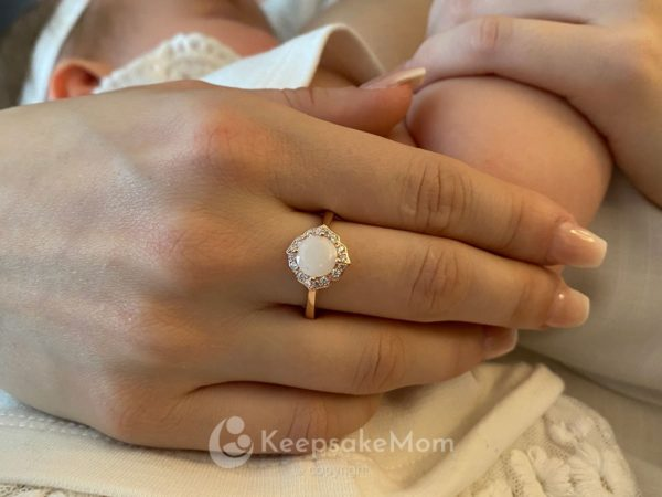 KeepsakeMom Breastmilk Jewelry Breastmilk Ring Milky Brilliance Rose Gold, Modeled