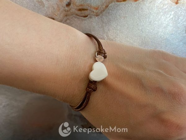 breast-milk-bracelet-heart-modeled